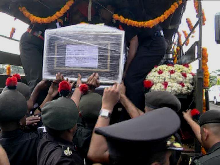 Soldier Rahul Sulagekar Mortal remains Belgavi, ವಿ. ನಿಲ್ದಾಣದಲ್ಲಿ ಯೋಧ ರಾಹುಲ್ಗೆ ಗೌರವ ವಂದನೆ, ಅಂತ್ಯ ಸಂಸ್ಕಾರಕ್ಕೆ ಸಿದ್ಧತೆ
