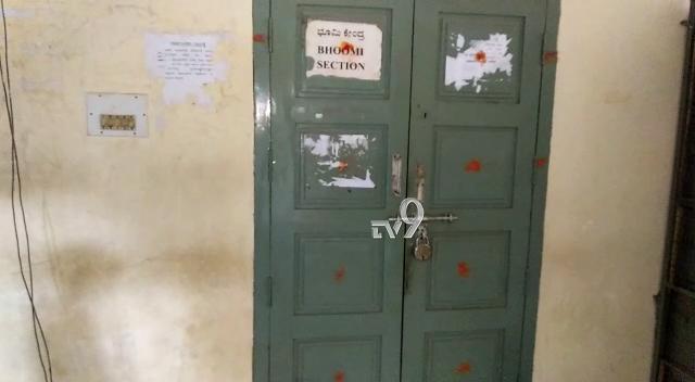 , ಕಚೇರಿಗೆ ಚಕ್ಕರ್, ಪಾರ್ಟಿಗೆ ಹಾಜರ್: ತಹಶೀಲ್ದಾರ್ ಕಚೇರಿ ಸಿಬ್ಬಂದಿ ವಿರುದ್ಧ ಆಕ್ರೋಶ