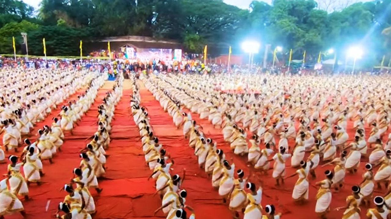 , ಗಿನ್ನೆಸ್ ಬುಕ್ ಸೇರಿದ 6000 ನರ್ತಕಿಯರ ಮೆಗಾ ಮೋಹಿನಿಯಟ್ಟಂ ಪ್ರದರ್ಶನ