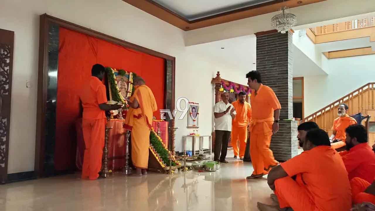 ಶಿವರಾಜ್ ಕುಮಾರ್ ಶಬರಿ ಯಾತ್ರೆಗೆ ಬ್ರೇಕ್, ಮನೆಯಲ್ಲಿಯೇ ಅಯ್ಯಪ್ಪ ಪೂಜೆ- ಭಜನೆ